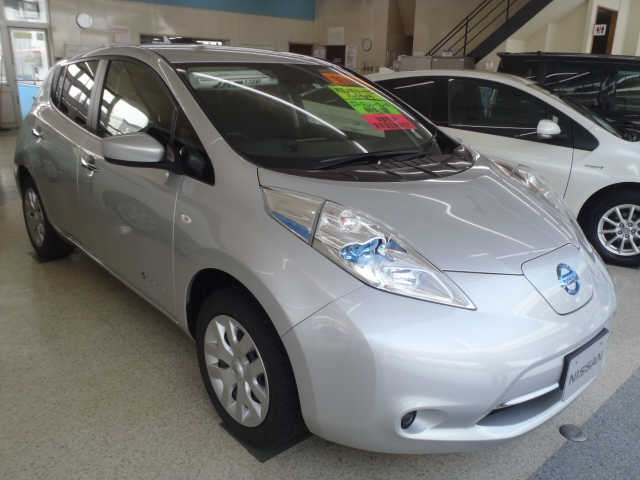 Buy used NISSAN LEAF at Japanese auctions